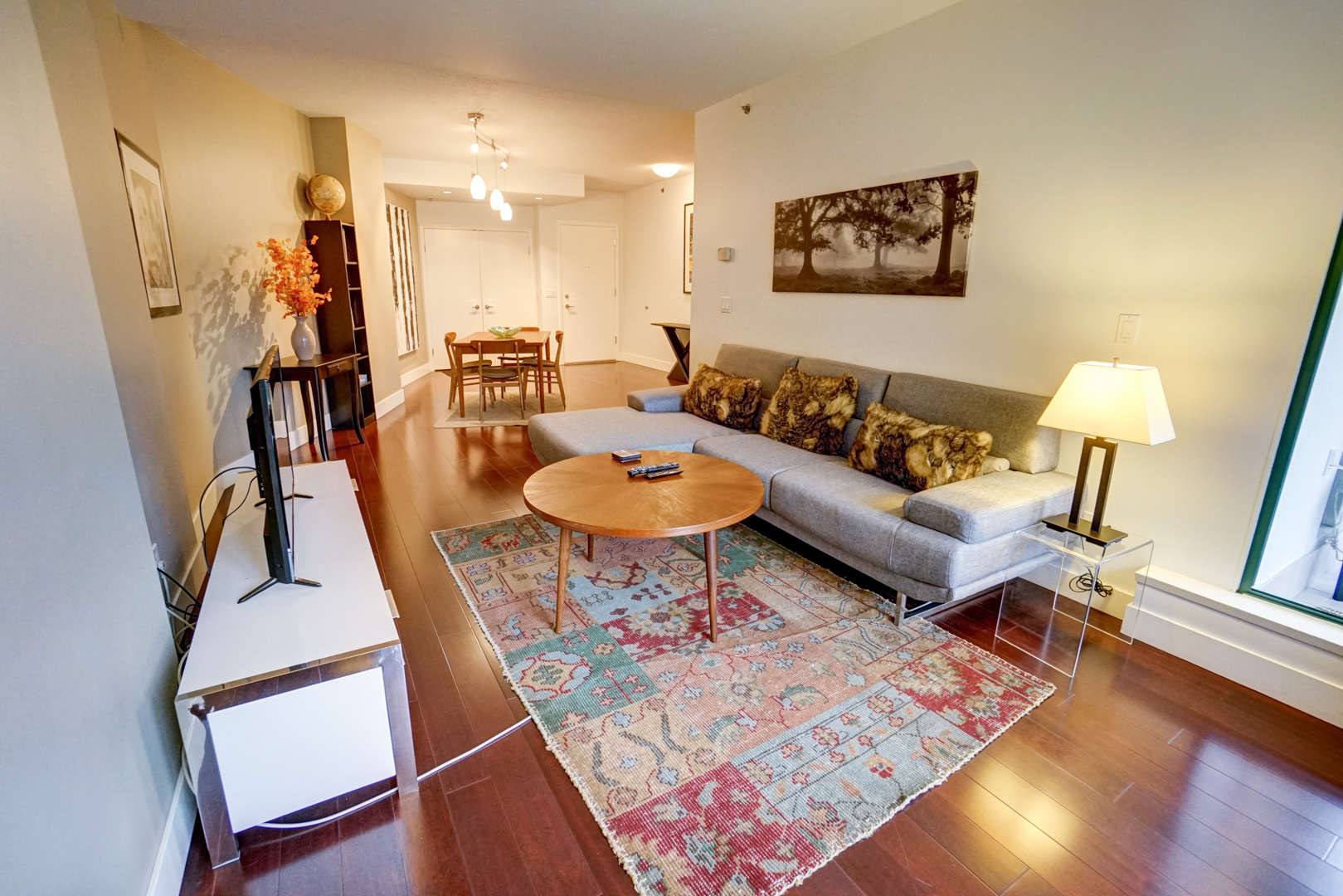 Furnished large 2 bedrooms apartment for rent in yaletown furnished vancouver apartment rentals for Two bedroom apartment vancouver