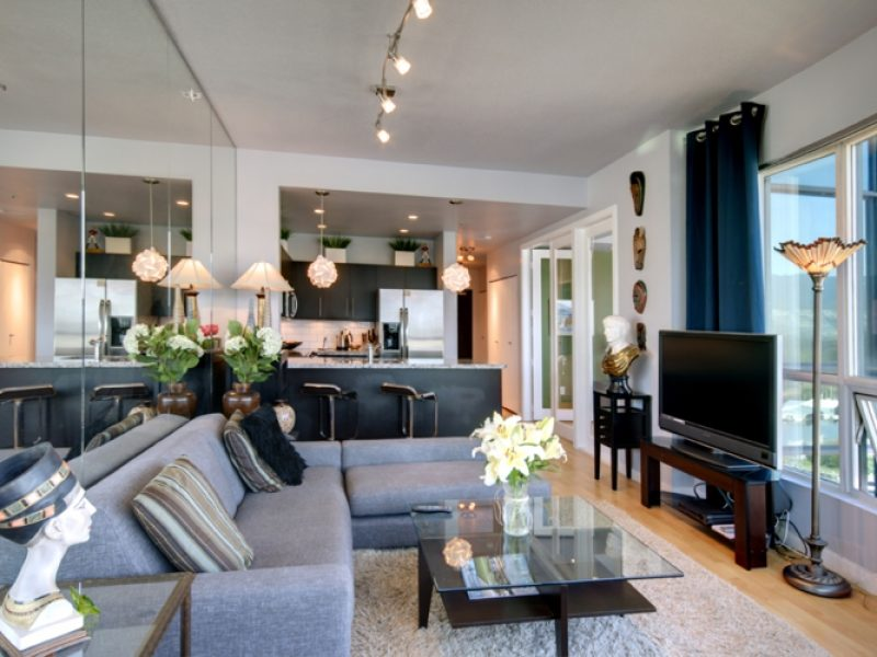 Downtown Vancouver Condo For Rent in Coal Harbour at ...
